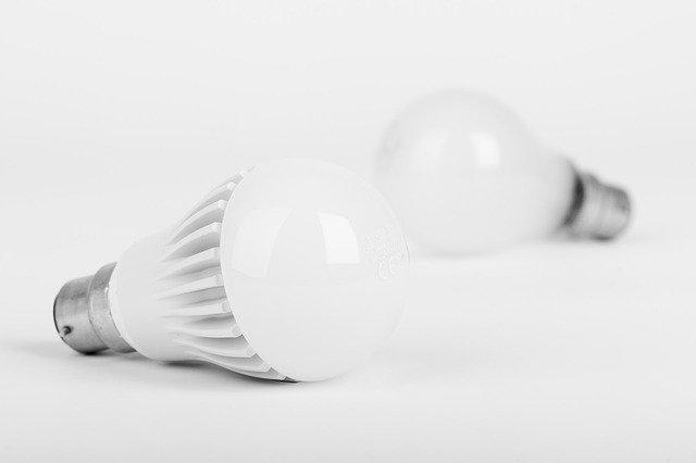 bílé žárovky