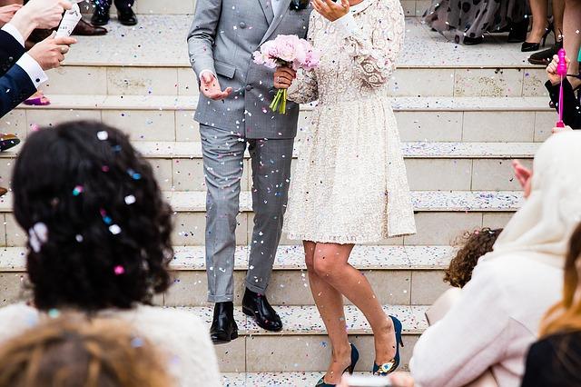 novomanželé na schodišti.jpg
