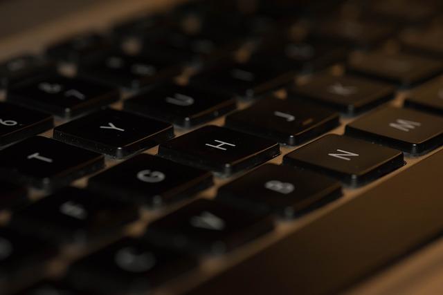 klávesnice silná